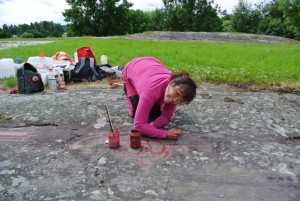 Painting carvings at Himmelstalund, using permanent paint (photo: Theres Furuskog).
